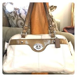 💕 Coach creme tan beautiful medium satchel bag 💕
